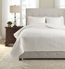 Picture of Dietrick Ivory Queen Quilt Set